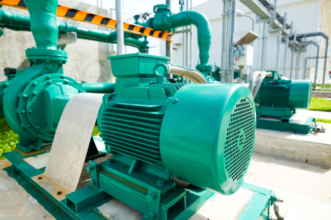 How Do Centrifugal and Positive Displacement Pumps Differ?